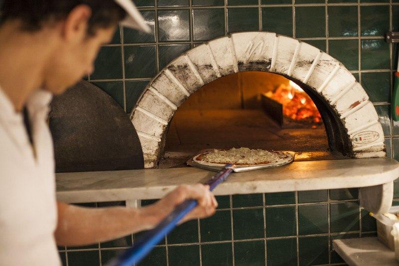 Pizza forno a legna Pepe